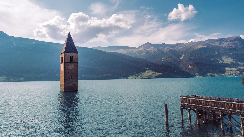 Versunkener Kirchturm im Reschensee, Südtirol
